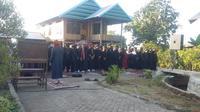 Jemaah berambut pirang An Nadzir di Sulsel mulai berpuasa besok (Liputan6.com/ Eka Hakim)