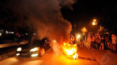 Aksi Tolak Kenaikan BBM, Mahasiswa Blokade Jalan