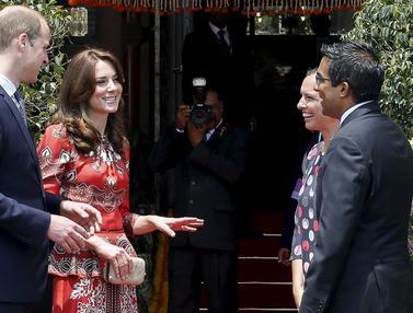 20160410-Anggunnya Kate Middleton Kenakan Busana Khas India