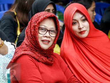 Politisi yang terjerat kasus korupsi, Angelina Sondakh dan Dewi Yasin Limpo saat acara sosialisasi Empat Pilar di Rutan Pondok Bambu, Jakarta, (27/5). Mengenakan pakaian serba merah, keduanya mendengarkan pemaparan Ketua MPR RI (Liputan6.com/Yoppy Renato)