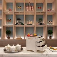 Berlokasi di Peacock Lounge, Fairmont Jakarta, Tory Burch gelar afternoon tea sambil melihat koleksinya.