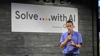 Jeff Dean, Senior Google Fellow dan Head of Google AI, saat membuka acara Google Solve with AI di Tokyo. (Liputan6.com/ Yuslianson)