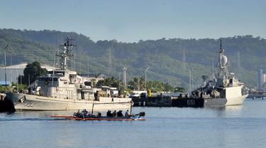 FOTO: Operasi Pencarian Kapal Selam KRI Nanggala 402 Terus Dilanjutkan