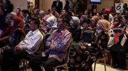 Sejumlah hadirin menyimak saat Ketum Asosiasi Dosen Indonesia Dino Patti Djalal memberikan sambutan dalam pembukaan pameran World Post Graduate 2018 di Jakarta, Sabtu (12/5). (Liputan6.com/Faizal Fanani)