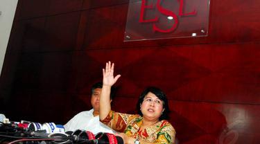 Senin (26/5/14), kuasa hukum Nikita Willy, Elza Syarief menggelar jumpa pers di kantornya, kawasan Menteng, Jakarta. (Liputan6.com/Miftahul Hayat)