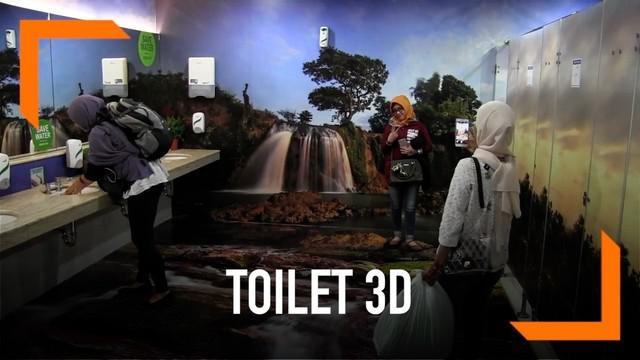 Toilet 3D di Bandara Juanda jadi primadoda swafoto para wisatawan. Ketenarannya pun sampai viral di Malaysia.