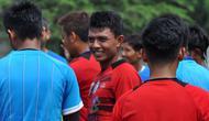 Dedik Setiawan dalam sesi latihan Rabu pagi (28/11/2018) bersama Arema. (Bola.com/Iwan Setiawan)