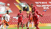 Sundulan bek Liverpool, Joel Matip berhasil membobol gawang Blackpool. (Dok. Liverpool FC)