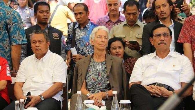 Gubernur BI Perry Warjiyo, berkunjung ke Lombok bersama Menko Maritim, Luhut Panjaitan, Menteri Keuangan, Sri Mulyani, dan Direktur Pelaksana IMF, Christine Lagarde, Senin (08/10/2018). (Wilfridus Setu Embu/Liputan6.com)#source%3Dgooglier%2Ecom#https%3A%2F%2Fgooglier%2Ecom%2Fpage%2F%2F10000