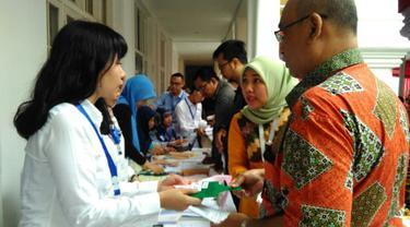 Direktorat Jenderal Kekayaan Negara Kemenkeu melelang sejumlah barang milik pejabat di Galeri Nasional Indonesia, Jakarta Pusat pada Rabu (28/2/2018). (Fiki/Liputan6.com)