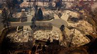 Permukiman rata dengan tanah usai kebakaran melanda Kota Paradise, California, AS, Kamis (15/11). Departemen Kehutanan dan Perlindungan Kebakaran California mengatakan api telah menghancurkan 40 persen Kota Paradise. (AP Photo/Noah Berger)