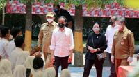 Presiden Jokowi Bersama Ketua DPR, Puan Maharani dan Gubernur Banten, Saat Meninjau Vaksinasi Di SMAN 4 Kota Serang. (Selasa, 21/09/2021). (Dokuemntasi Pemprov Banten).