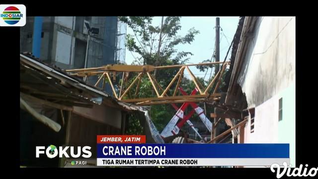 Insiden robohnya crane juga menyebabkan seorang warga mengalami luka di kepala.
