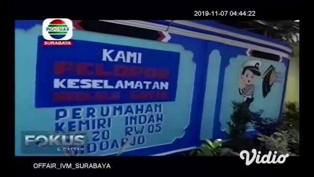 Tingginya angka kecelakaan di jalan raya, khususnya bagi generasi milenial, membuat keprihatinan bersama. Untuk menekan angka kecelakaan tersebut, warga Sidoarjo Jawa Timur menciptakan kampung tertib lalu lintas.