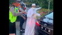 Viral di media sosial terkaitadu mulut yang dilakukan oleh pemilik Majelis Roudhotus Salaf Bangil, Habib Umar Abdullah Assegaf terhadap salah seorang petugas jaga di pos cek point Exit Tol Satelit. (Istimewa)