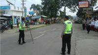 Olah TKP Kecelakaan Maut di Bumiayu. (Liputan6.com/Fajar Eko Nugroho)