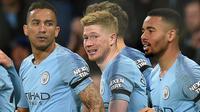Selebrasi gol pertama Manchester City yang dicetak Kevin de Bruyne pada laga lanjutan Premier League yang berlangsung di Stadion Etihad, Manchester, Kamis (4/4). Manchester City menang 2-0 atas Cardiff City. (AFP/Oli Scarff)