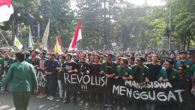 Aksi mahasiswa di Bandung. (Merdeka.com)
