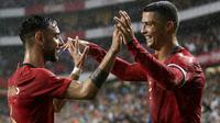 Gabung dengan Manchester United, Bruno Fernandes bisa belajar banyak dari kompatriotnya Cristiano Ronaldo yang dahulu juga bermain di MU. Kisah sukses CR 7 bisa menjadi motivasi bagi gelandang Portugal tersebut. (AFP/Jose Manuel)