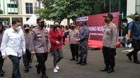 Ribuan mahasiswa mengikuti vaksinasi Covid-19 massal yang digelar di Universitas Bhayangkara (Ubhara), Kampus II, Margamulya, Bekasi Utara, Kota Bekasi, Jawa Barat.