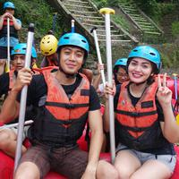 Kris Hatta rafting bersama Riam Jeram di Sukabumi. (foto: Liputan6.com)