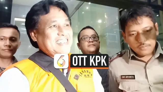 KPK menahan 2 pejabat PUPR dan 1 pengusaha dalam kasus korupsi pembangunan jalan di Kalimantan Timur. Ketiganya terjaring OTT yang digelar oleh KPK.