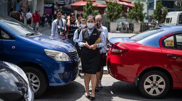 Khawatir Virus Corona COVID-19, Warga Malaysia Beraktivitas Pakai Masker