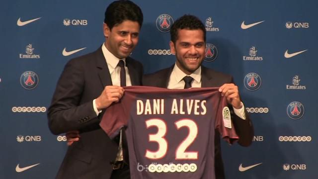 Berita video pengenalan Dani Alves kepada publik Paris. This video presented by BallBall.