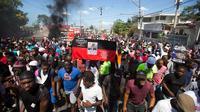 Aksi protes berujung kerusuhan terjadi di Haiti, Kamis 18 Oktober 2018 (AP/Dieu Nalio Chery)