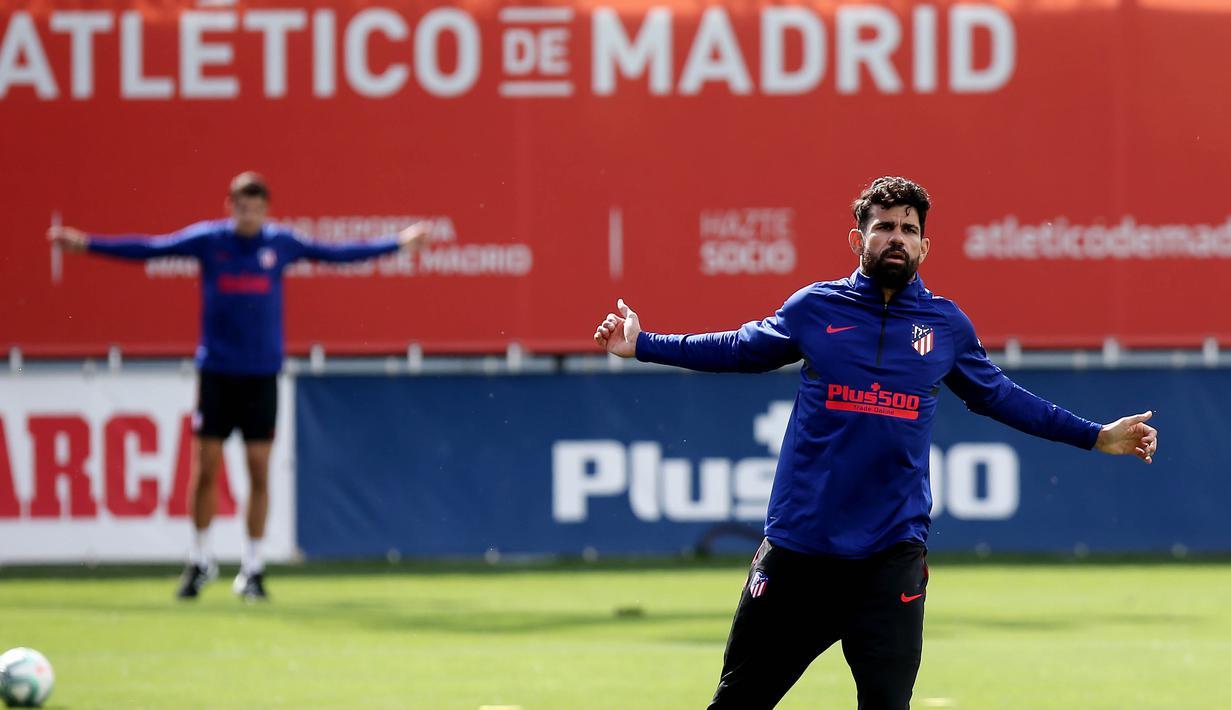 Pemain Atletico Madrid, Diego Costa, saat sesi latihan di Majadahonda, Sabtu (9/5/2020). Latihan ini digelar jelang rencana kembali bergulirnya kompetisi La liga Spanyol. (AFP Photo)