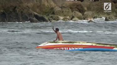 Cuaca buruk terus menghantui aktifitas nelayan di selatan pulau Jawa. sepanjang hari selasa, sedikitnya tiga kapal nelayan karam akibat tergulung ombak di Pantai Pancer, kecamatan Puger, Jember, Jawa Timur. Meski sempat terapung-apung, namun beruntun...