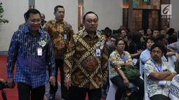 Direktur Utama PT Bank Tabungan Negara (Persero) Tbk. Maryono dan Komisaris utama, Asmawi Syam tiba menghadiri Rapat Umum Pemegang Saham Luar Biasa (RUPSLB) di Menara Bank BTN, Jakarta, Kamis (29/8/2019).  (Liputan6.com/Angga Yuniar)