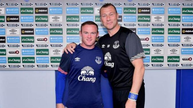 Wayne Rooney dan legenda Everton Duncan Ferguson (twitter.com/Everton/media)