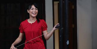 Dalam sinetron terbaru Orang-Orang Kampung Duku yang ditayangkan SCTV, Citra Kirana menjadi biduan dangdut. Banyak tantangan dalam sinetron terbarunya ini. Selain belajar goyang dangdut, juga belajar bahasa Jawa. (Bambang E. Ros/Bintang.com)