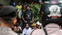 Ratusan orang Papua yang berdomisili di Pulau Jawa dan Bali melakukan aksi turun ke jalan memperingati 1 Desember di Bundaran HI, Jakarta, Selasa (1/12). Tanggal 1 Desember juga diartikan sebagai hari kemerdekaan Papua. (Liputan6.com/Faizal Fanani)