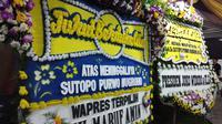 Sejumlah Karangan Bunga Dari Para Tokoh Nasional Terus Berdatangan di Rumah Duka Sutopo Purwo Nugroho, Depok, Jawa Barat, Minggu (7/7/2019). (Foto: Ady Anugrahadi/Liputan6.com)