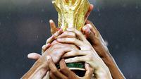 Foto: © instagram.com/fifaworldcup) Tropi piala dunia yang diperebutkan oleh banyak negara untuk dibawa pulang.