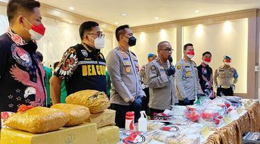 Satresnarkoba Polres Metro Jakarta Barat membongkar sindikat jaringan narkoba lintas provinsi.