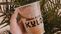 Es kopi susu dari Kedai Kopi Kulo. (dok. Instagram @goodbyediet.id/https://www.instagram.com/p/BlP_1oulfR9/?utm_source=ig_web_copy_link/Asnida Riani)