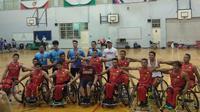 Timnas Basket Kursi Roda Indonesia takluk 9-60 dari timnas Thailand pada laga uji coba di lapangan basket British School Jakarta (BSJ), Bintaro, Jakarta, pada Senin (25/6/2018). (Bola.com/Budi Prasetyo Harsono)