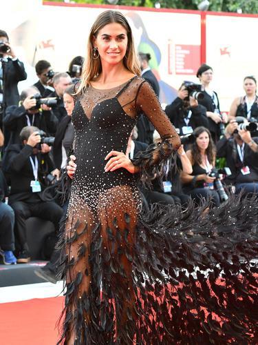Model-Model Cantik Hiasi Karpet Merah Festival Film Venice