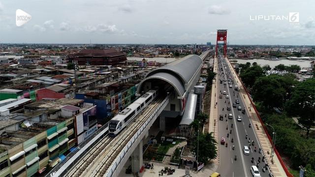 LRT Palembang banyak dikritik karena waktu tempuh yang dinilai lamban. Menhub Budi Karya mengatakan akan menambah jumlah lokomotif di Desember 2018.