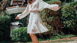 Perempuan kelahiran 14 Juli 1990 ini kerap mengenakan warna putih terutama saat sedang berlibur. Meskipun nampak santai, namun Patricia tetap terlihat stylish. (Liputan6.com/IG/patriciagouw)