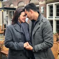 Pasangan Donna Agnesia dan Darius Sinathrya menjalani biduk rumah tangga selama  12 tahun. Pasangan yang telah dikaruniai tiga orang anak itu terlihat harmonis dan makin mesra. (Instagram/darius_sinathrya)
