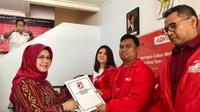 Siti Nur Azizah datangi PSI untuk mendaftar calon wali kota Tangsel (Pramita/Liputan6.com)