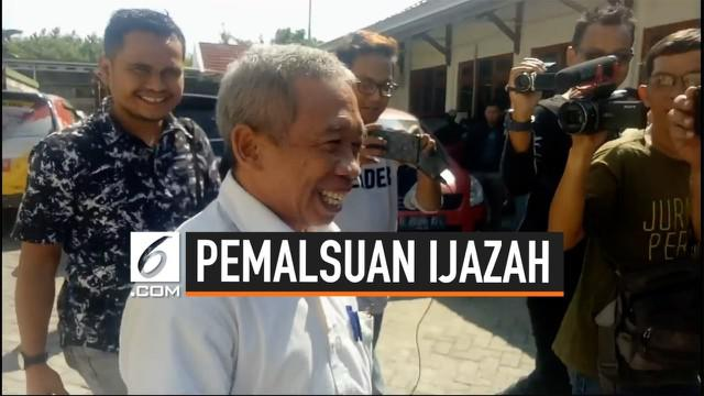 Polres Brebes membebaskan pelawak Nurul Qomar, anggota grup lawak Empat Sekawan yang sebelumnya ditahan dalam kasus dugaan pemalsuan ijazah. Qomar diperbolehkan pulang dengan pertimbangan kesehatan.