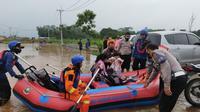 Ratusan rumah warga di Desa Cileungsi, Kecamatan Cileungsi, Kabupaten Bogor terendam banjir, Jumat (19/2/2021). (Liputan6.com/ Achmad Sudarno)