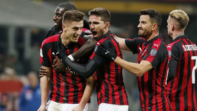 AC Milan Bela Kessie serta Bakayoko Tentang Insiden dengan Acerbi