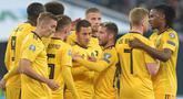 Para pemain Belgia merayakan gol yang dicetak Eden Hazard ke gawang Rusia pada laga Kualifikasi Piala Eropa 2020 di Gazprom Arena, Saint Petersburg, Sabtu (16/11). Rusia kalah 1-4 dari Belgia. (AFP/Olga Maltseva)