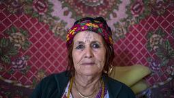 Seorang wanita tua Aljazair tampak bertato dibagian mukanya. Kebanyakan dari wanita - wanita ini menyesal karena kini seni tato dianggap dosa di daerahnya. (Dailymail.co.uk)